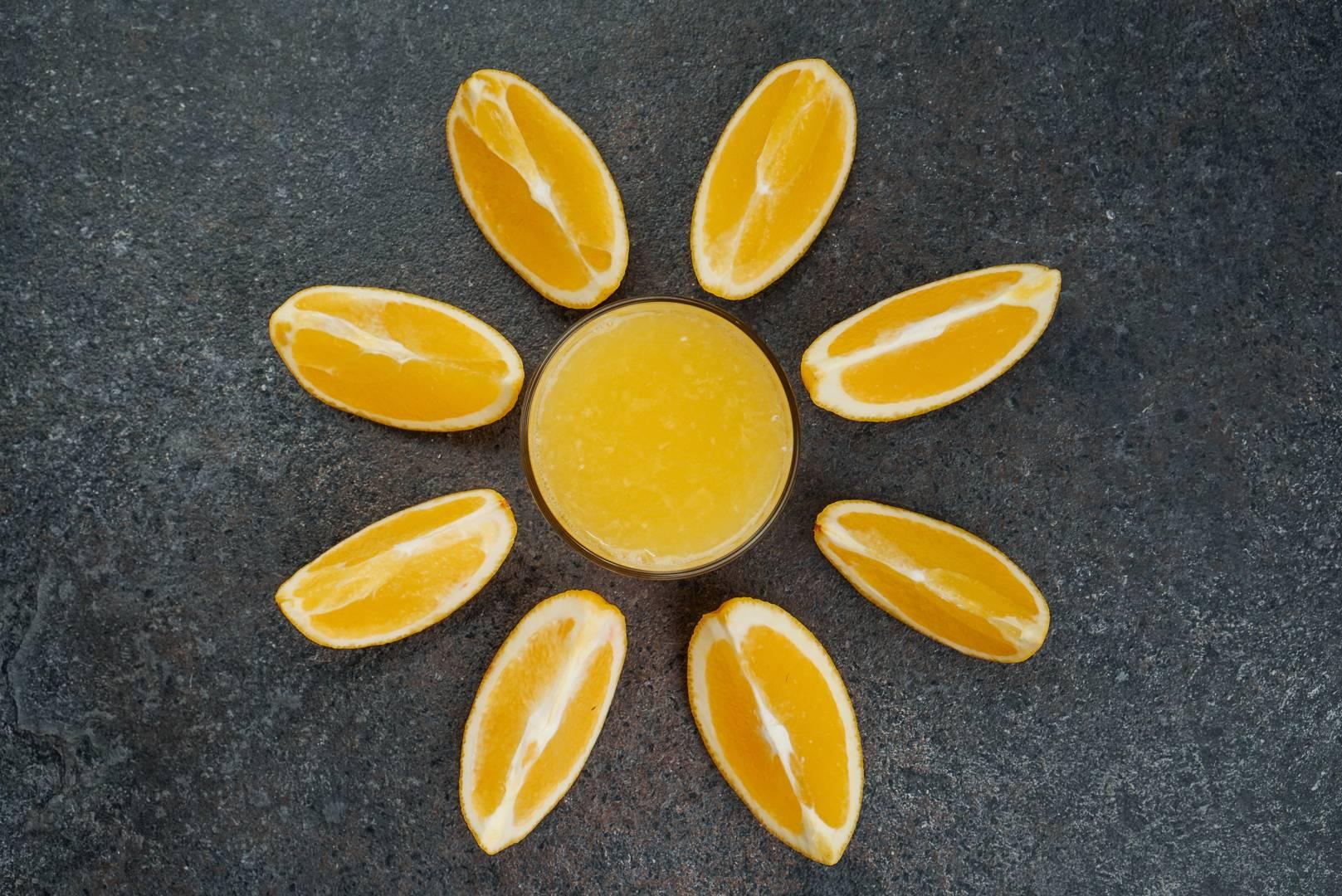 Свежевыжатый яблочный сок. польза и вред, калорийность на 100 мл, бжу. как хранить, правильно пить, готовить