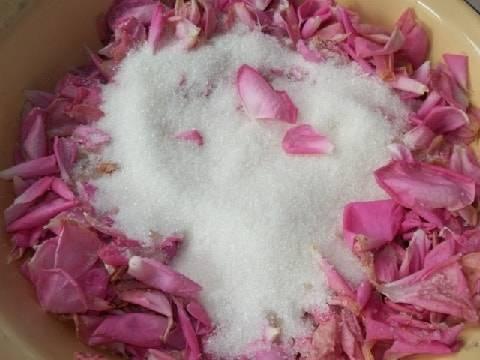 Рецепт варенья излепестков роз: лечебный женский десерт спривкусом романтики