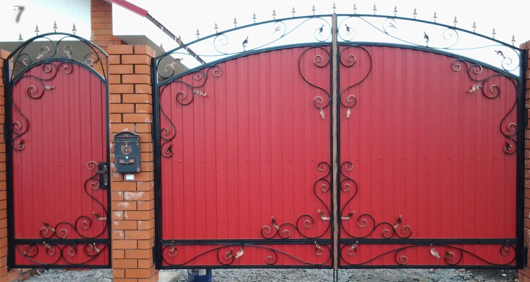Распашные ворота с красивой калиткой — инструкция