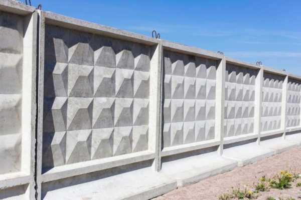 Как сделать забор из бетонных плит своими руками?