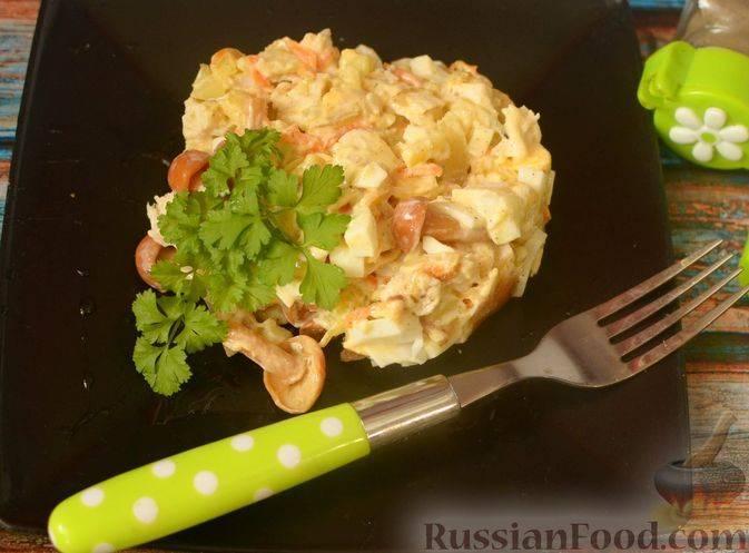 Салат гурман с курицей и грибами
