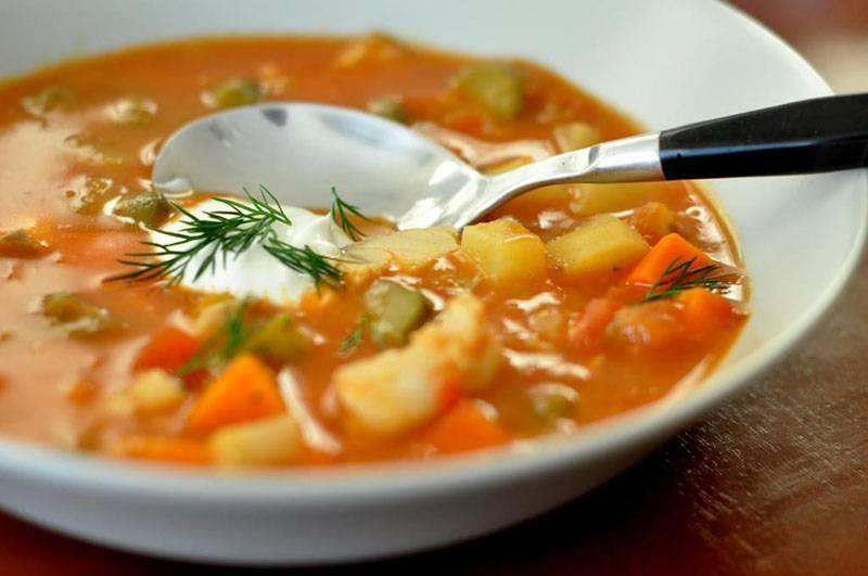 Суп домашняя солянка с курицей, мясом и колбасой