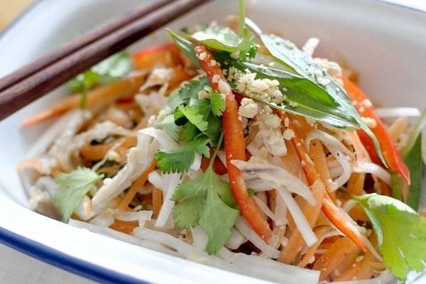 Салат из дайкона – рецепты приготовления с морковью, яблоком, огурцом, мясом, фото, видео