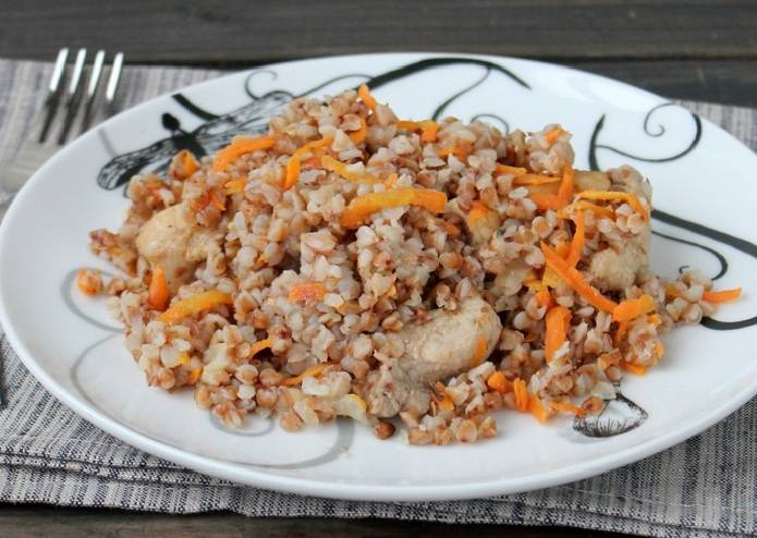 Вкуснейший метод приготовления гречки с тушёнкой: варианты с добавлением томатов, грибов или овощей.