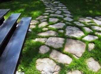 Правила укладки природного камня для мощения дорожек своими руками