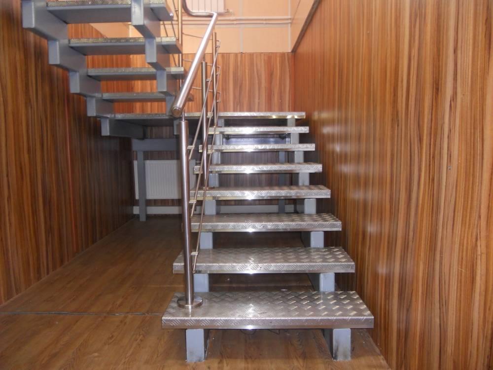 Расчет лестницы: угол подъёма и параметры лестничной клетки