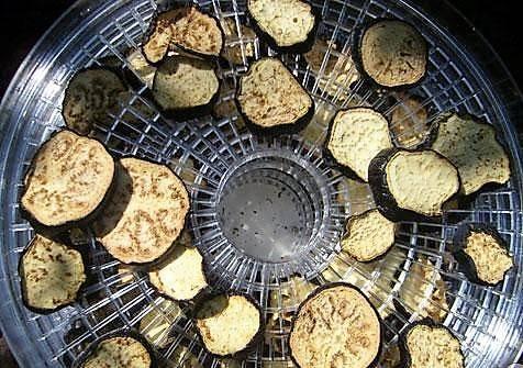 Заготавливаем впрок сушеные баклажаны