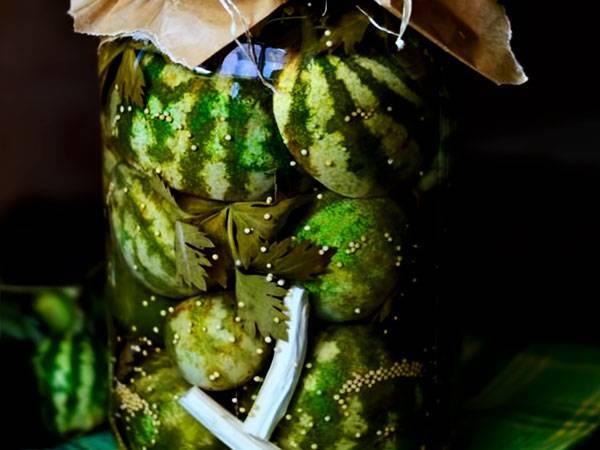 Арбузы в бочке на зиму – закуска для настоящих гурманов. засолка арбузов в бочке – как солить арбузы в бочке разными способами
