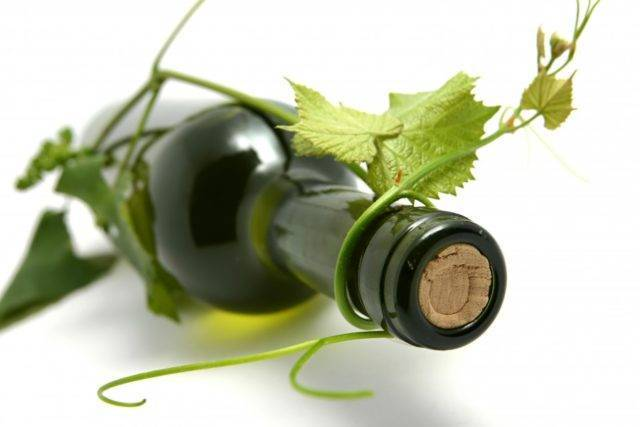 Домашнее вино из листьев винограда или вишни