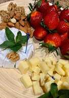 12 аппетитных закусок к красному и белому вину