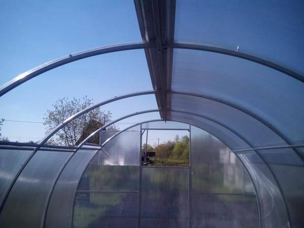 Обзор теплиц со сдвижной крышей, открывающейся, съемной