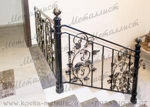 Высота перил лестницы: размеры. свойства деревянных, металлических, сборных ограждений