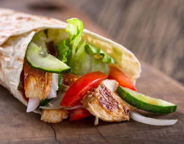 Как приготовить горячие роллы цезарь. роллы «цезарь» с курицей, рецепт в домашних условиях