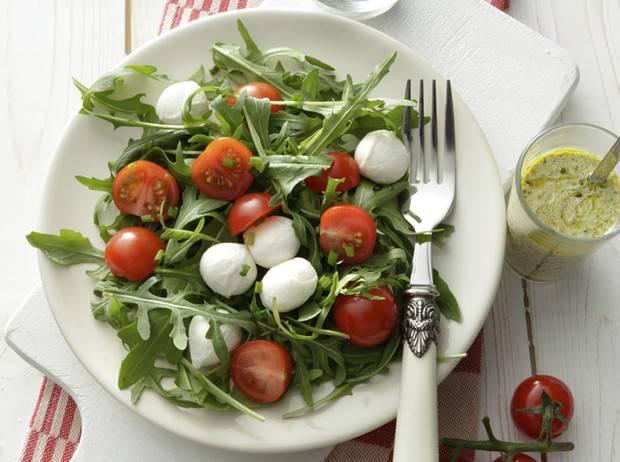 Салат с авокадо и тунцом — 7 вкусных рецептов приготовления