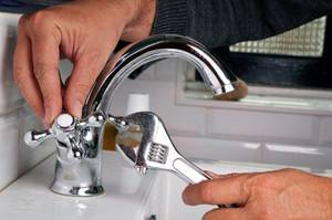 Как поменять смеситель на кухне: демонтаж старого варианта и порядок установки нового