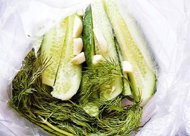 Малосольные огурцы — рецепты быстрого приготовления хрустящих огурчиков