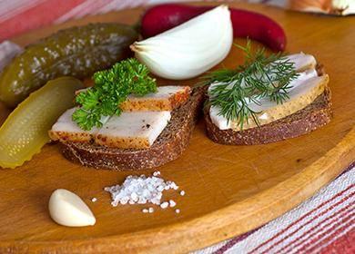 Готовим по вкусным рецептам сало в луковой шелухе
