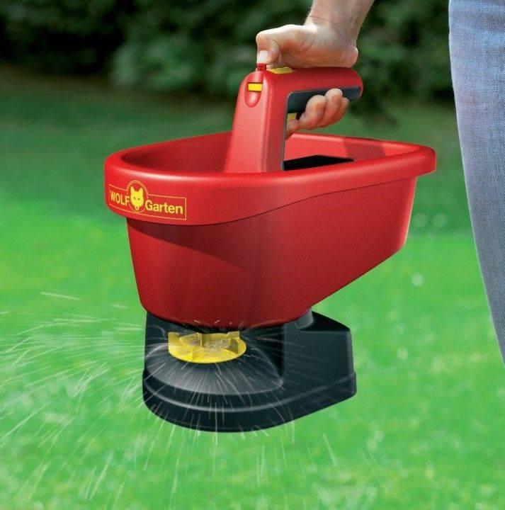 Приспособление для посадки газона. сеялка для газона: от дешевой до дорогой. ручная механическая сеялка