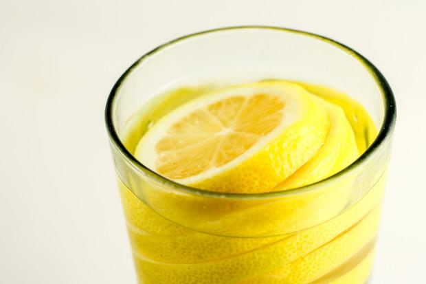 Лимонная вода в борьбе с лишним весом
