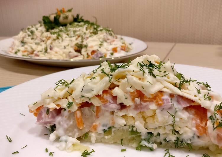 Салат с вешенками, мягким сыром и ветчиной