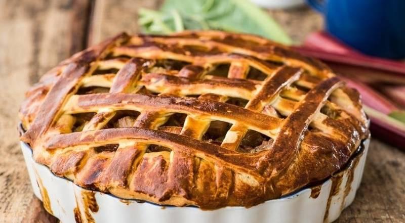 Вкусные пироги с ревенем – десерт для здорового питания