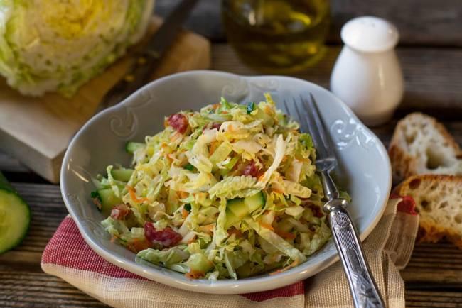 Салат с кукурузой — рецепты с добавлением пекинской капусты, фасоли, курицы, сухариков, фото, видео