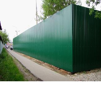 Строим забор из профнастила своими руками