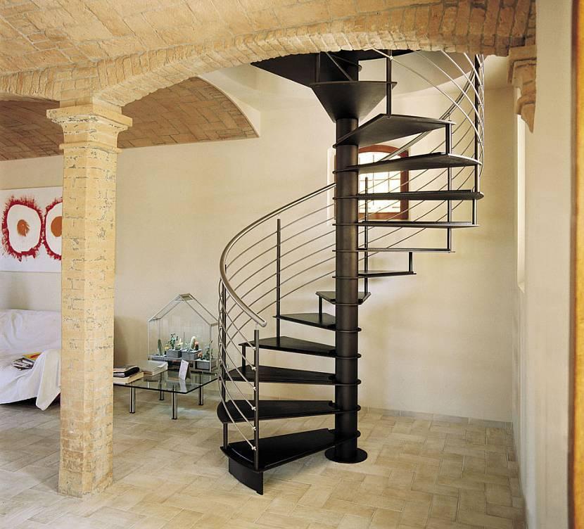Виды уличных лестниц по конструктивным особенностям и материалу (преимущества и назначение)