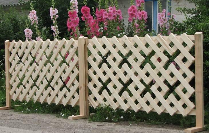 Как сделать забор для дачи из профнастила своими руками