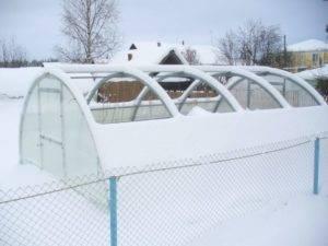 Выбираем парник из поликарбоната с открывающейся крышей: 3 формы теплиц