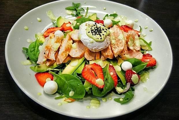 10 простых и вкусных рецептов салатов с авокадо