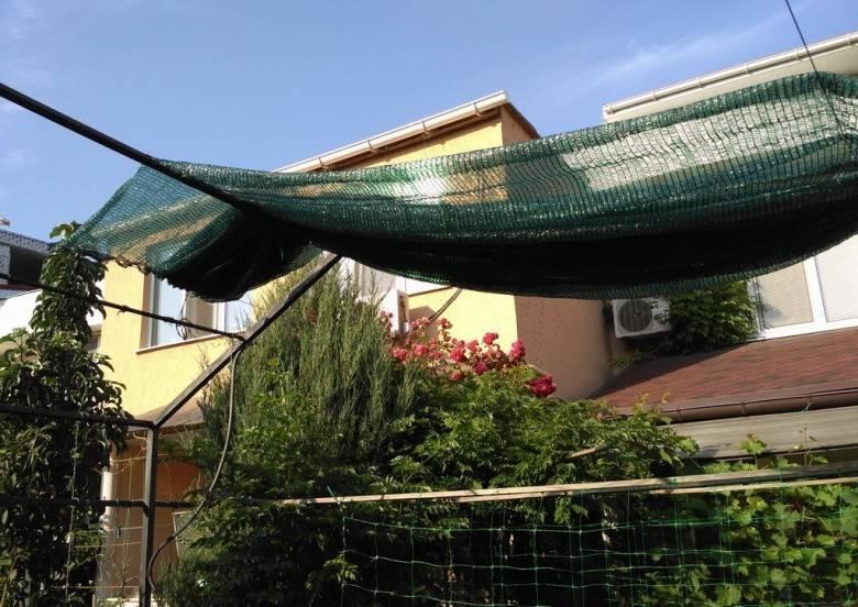 Особенности выбора затеняющей сетки для теплиц и навесов