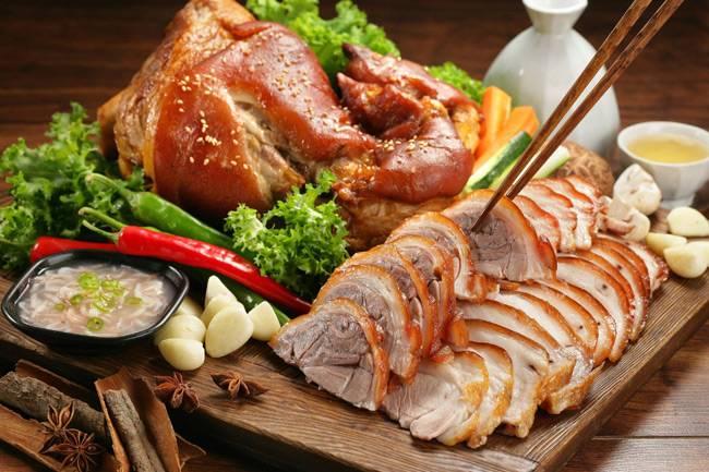 Свиная рулька, запеченная в духовке – 10 вкусных пошаговых рецептов
