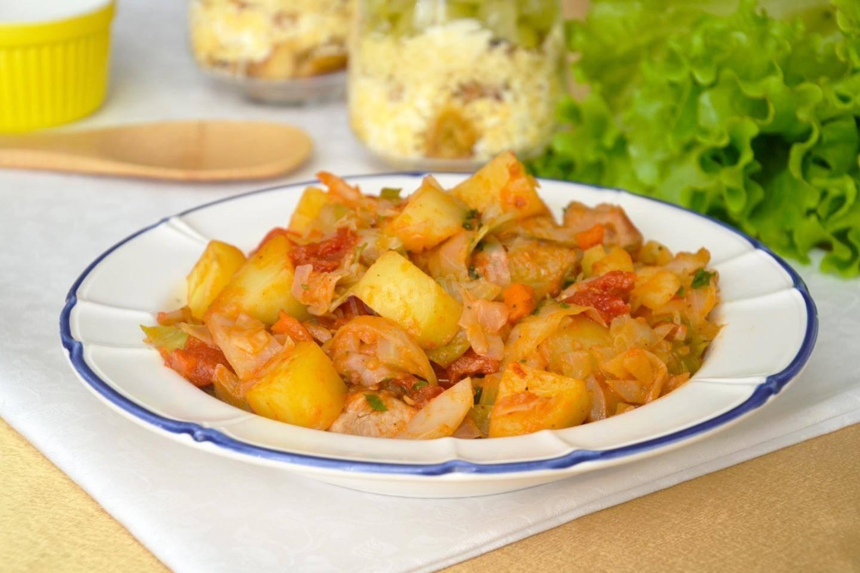 Капуста, тушеная с грибами и картошкой