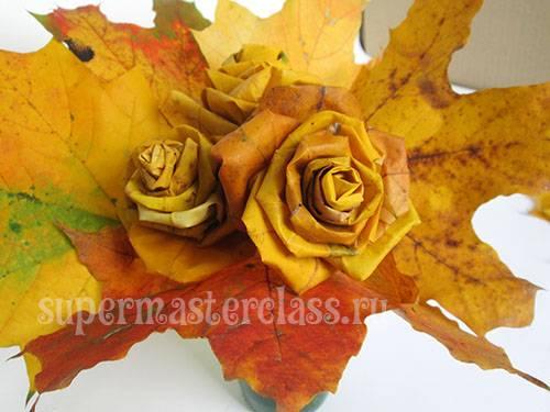 Осенний букет: как сделать розы из кленовых листьев своими руками?