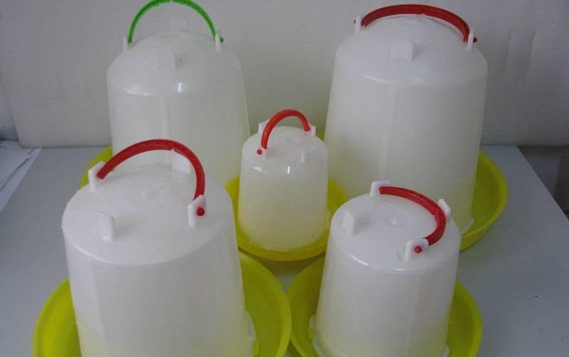 Поилка для кур из пятилитровой пластиковой бутылки своими руками