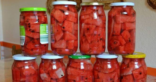 Соление арбузов целиком в бочке