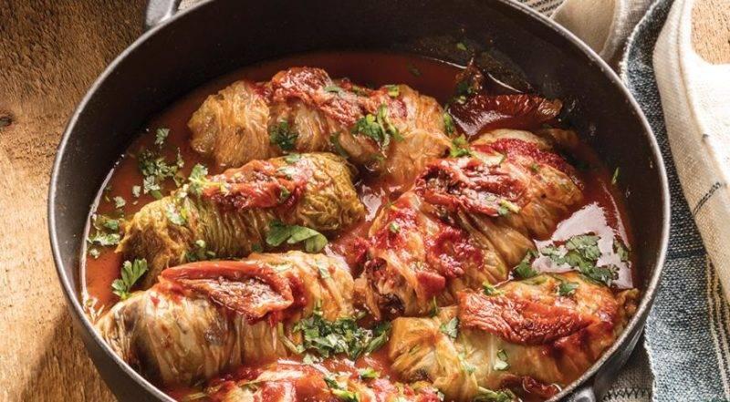 Голубцы в мультиварке в томатно-сметанном соусе