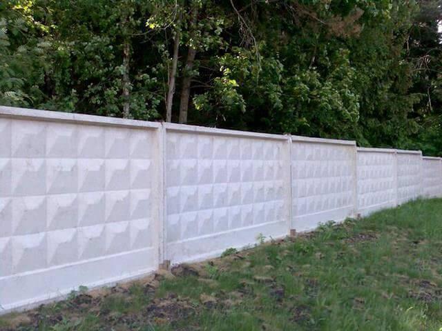 Как сделать бетонный забор своими руками: установка и монтаж ограждений