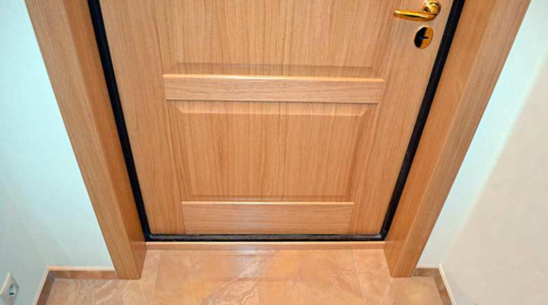 Как и чем отделать откосы входной двери