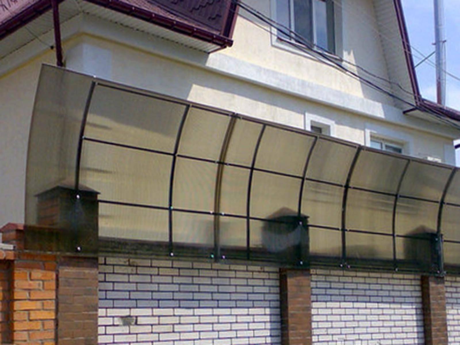 Забор на даче по новым правилам: как отгородиться от соседей и не нарушить закон