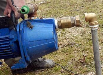 Ручной насос для воды из скважины в отсутствии энергоснабжения