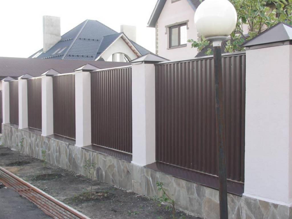 Красивые заборы для частных домов   фото   идеи заборов