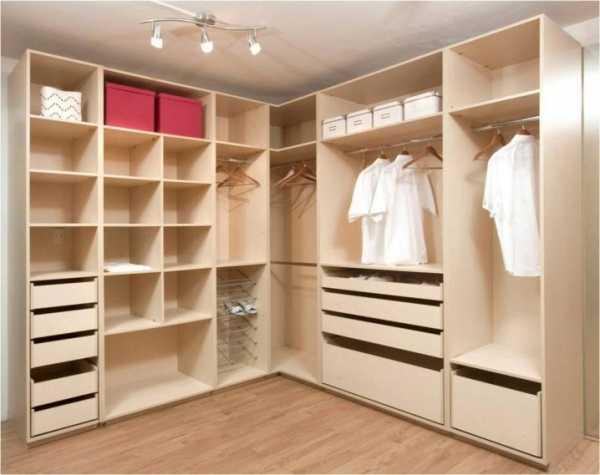 Нужна ли вентиляция в гардеробной комнате