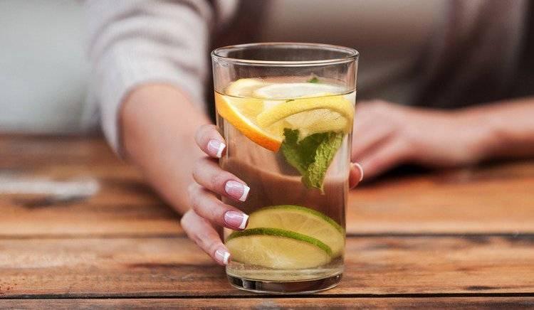 Вода с лимоном по утрам: простой рецепт для похудения и нормализации обмена веществ