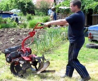 Как правильно пахать землю: подготовка мотоблока и огорода для вспашки