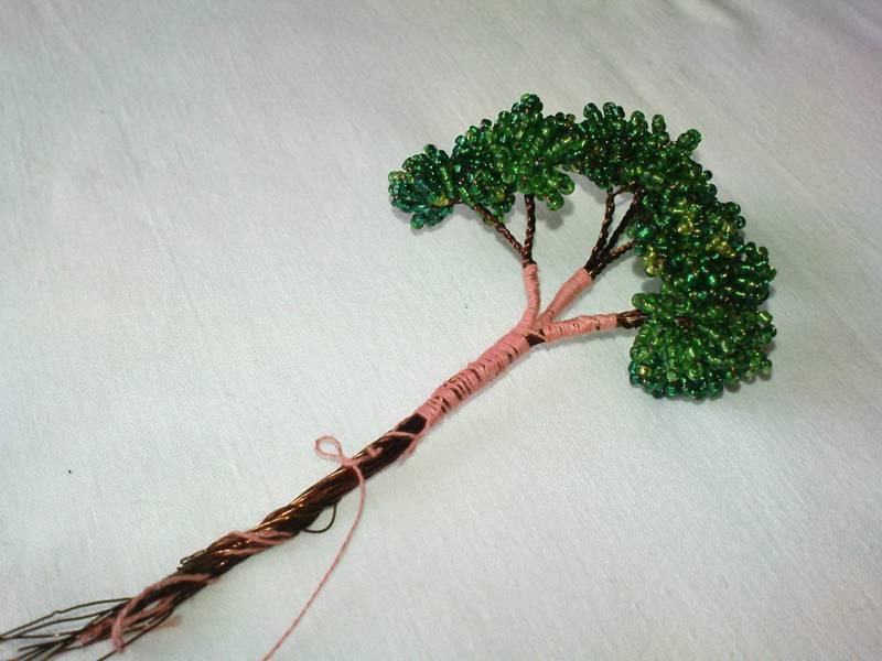 Разные варианты плетния из бисера дерева бонсай в мастер-классе