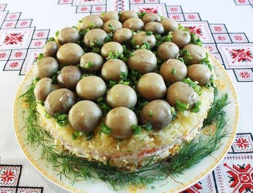 Салат с мариноваными опятами