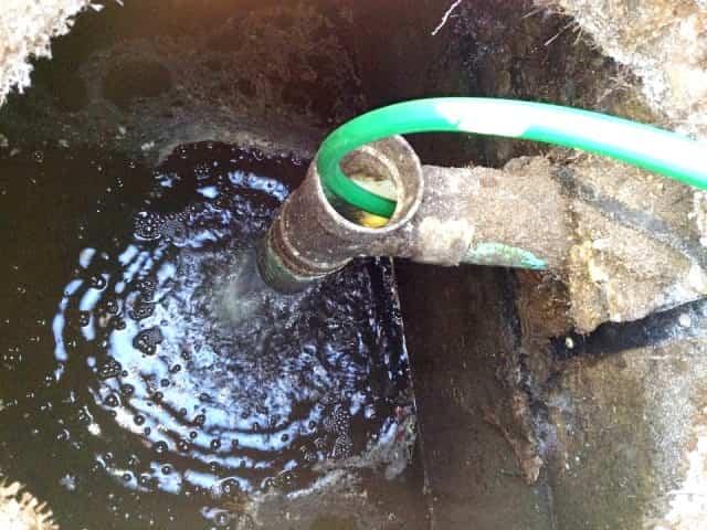 Как разморозить замерзшую трубу канализации – способы и средства