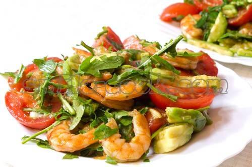 Готовим летнее настроение: салат с авокадо и тунцом